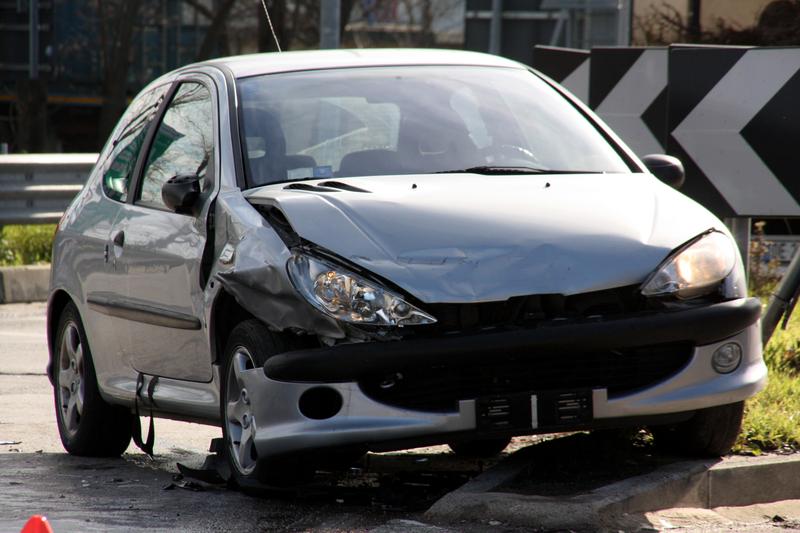 AXA KFZ Versicherung Schadensmeldung